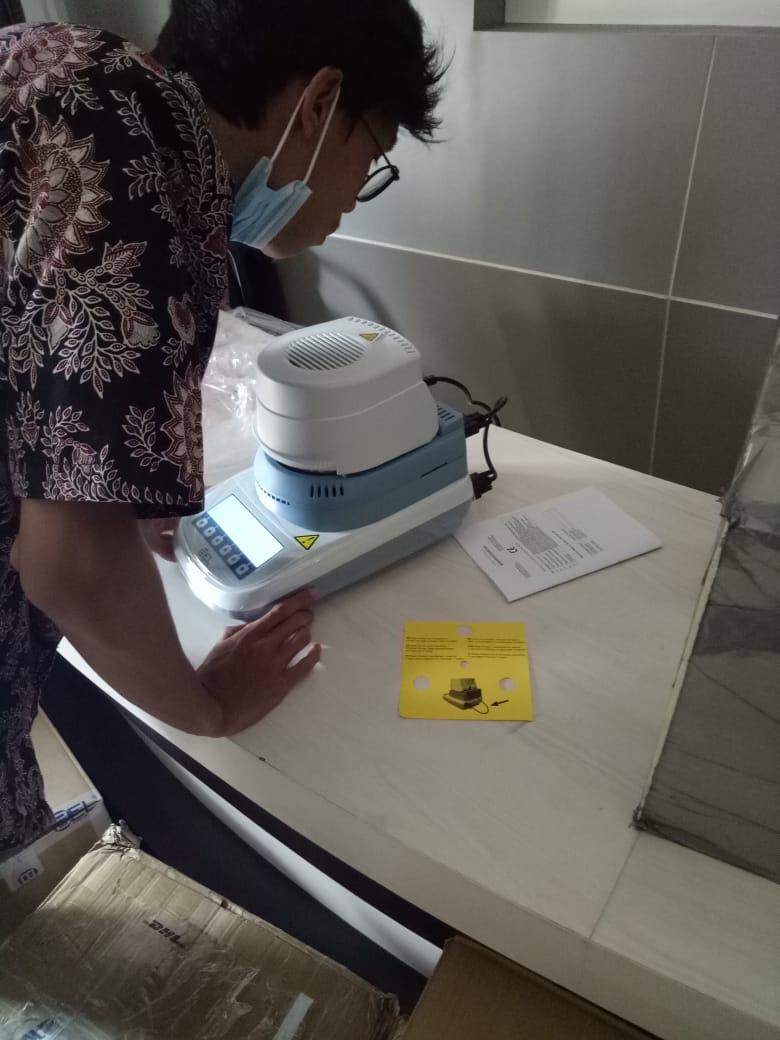 moisture-balance-unboxing-oleh-teknisi